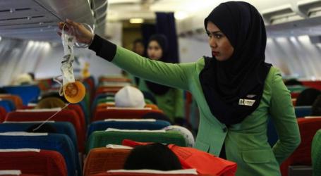 Στην Ινδονησία απαιτούν από τις μουσουλμάνες αεροσυνοδούς να φορούν μαντίλα