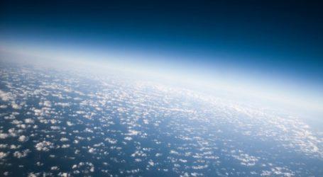 Η ατμόσφαιρα της Γης φθάνει πέρα από το φεγγάρι σύμφωνα με την ESA