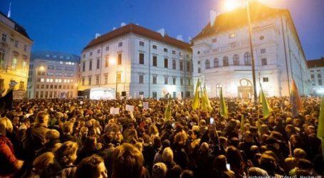 Αυστρία: Διαδήλωση κατά της κυβέρνησης συνασπισμού δεξιάς-ακροδεξιάς
