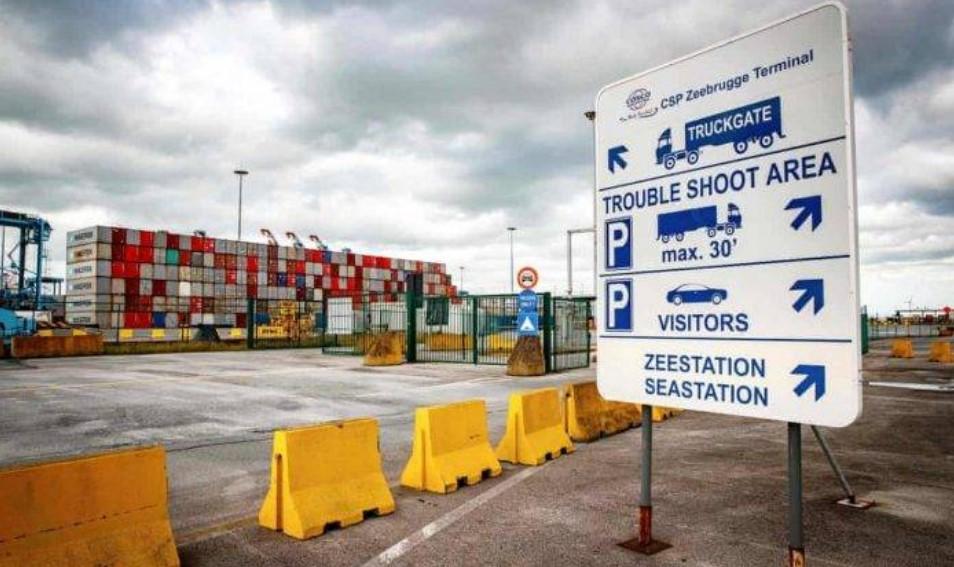 Βέλγιο: 23 μετανάστες εντοπίστηκαν μέσα σε φορτηγό ψυγείο