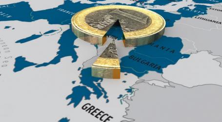 """Πιθανή έξοδο της Ελλάδας από την ευρωζώνη """"βλέπει"""" η EIU"""