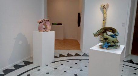 «Στην Επικράτεια των Αισθήσεων», έκθεση 36 γλυπτικών έργων της Λίντα Μπένγκλις στην Αθήνα