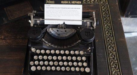 Η πρώτη γραφομηχανή του Χιου Χέφνερ πωλήθηκε σε δημοπρασία