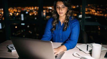 Όσο περισσότερο δουλεύει μια γυναίκα την εβδομάδα, τόσο αυξάνει ο κίνδυνος κατάθλιψης