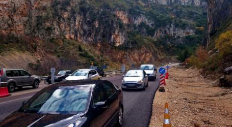 Εργασίες αποκατάστασης της κυκλοφορίας στο οδικό δίκτυο της Λέσβου
