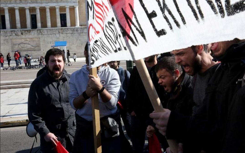 Σε εξέλιξη συλλαλητήριο εκπαιδευτικών και φοιτητών στο κέντρο της Αθήνας