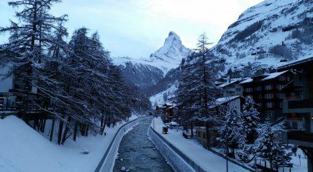 Χιλιάδες τουρίστες έχουν αποκλειστεί σε χιονοδρομικό στην Ελβετία