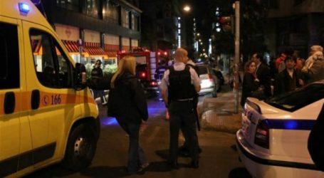 Επίθεση με μολότοφ στο Α.Τ. Ομόνοιας – Τέσσερις αστυνομικοί διακομίστηκαν στο 401