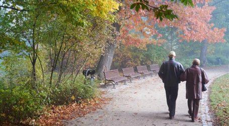 Αρκούν 4.400 βήματα τη μέρα σε μια ηλικιωμένη για να μειώσει σημαντικά τον κίνδυνο πρόωρου θανάτου