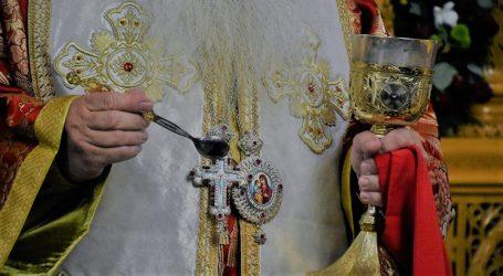 ΣΥΡΙΖΑ: Συμφωνεί ο Μητσοτάκης ότι ο κορωνοϊός δεν μεταδίδεται με τη Θεία Κοινωνία;