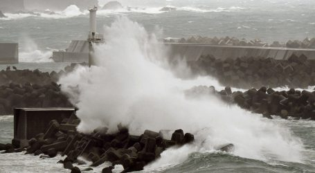 Ιαπωνία: Ισχυρός τυφώνας έπληξε τις ανατολικές ακτές