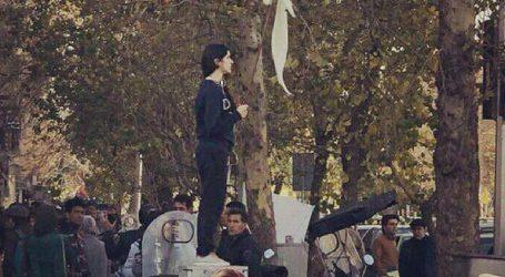 Η διαμαρτυρία της μαντίλας εξαπλώνεται στο Ιράν