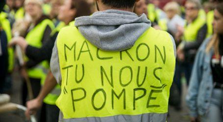 Με δακρυγόνα και κανόνια νερού «απαντάει» η γαλλική αστυνομία στα «κίτρινα γιλέκα»