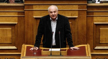 Καραθανασόπουλος: Ο προϋπολογισμός αποδέχεται τη λογική της ενισχυμένης εποπτείας και τα «ματωμένα» πρωτογενή πλεονάσματα
