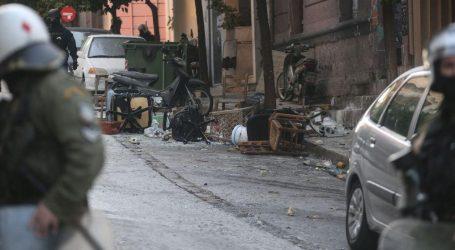 Καταληψίες της οδού Ματρόζου: Πλαστικές σφαίρες και κρότου λάμψης στο εσωτερικό του σπιτιού – Η απάντηση της ΕΛ.ΑΣ