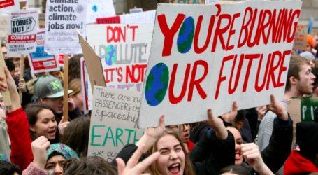 Βρετανία: Διαδηλωτές που διαμαρτύρονται για την κλιματική αλλαγή απέκλεισαν κεντρικά σημεία του Λονδίνου