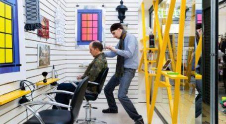 Λονδίνο: Έργα τέχνης αντί για καθρέφτες σε κομμωτήριο