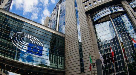 Κομισιόν: Η παραίτηση της Μέι δεν αλλάζει τίποτε στη θέση της ΕΕ