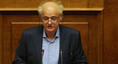 Λάππας: «Ο κ. Πέτσας μένει απόλυτα εκτεθειμένος», μετά την απόφαση του δικαστηρίου για την επίθεση στο «Συνεργείο»