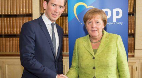 Mέρκελ-Κουρτς: Συμφωνούν σε προστασία συνόρων, διαφωνούν σε ποσοστώσεις για πρόσφυγες