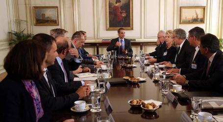 Συνάντηση Μητσοτάκη με Τραπεζίτες: Προς αναθεώρηση οι τραπεζικές χρεώσεις