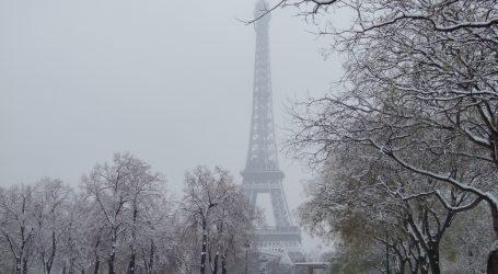 Στα … λευκά το Παρίσι – Έκλεισε ο πύργος του Άιφελ