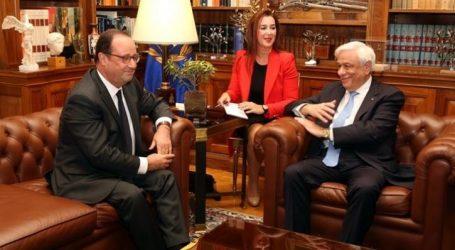 Ολάντ: Ιστορικής σημασίας ο ρόλος Παυλόπουλου για την παραμονή της Ελλάδας στην Ευρωζώνη