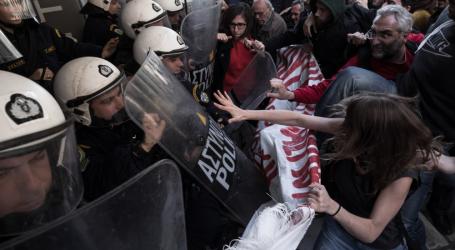 ΕΣΗΕΑ: Ο δημοσιογράφος Δ. Λάππας τραυματίστηκε από αστυνομικούς την ώρα που κάλυπτε τους πλειστηριασμούς