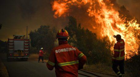 Πορτογαλία: Περισσότεροι από 400 πυροσβέστες δίνουν μάχη με τις φλόγες