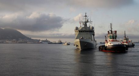 Ισπανικό πολεμικό πλοίο που μετέφερε 15 μετανάστες από το Open Arms έφτασε στο λιμάνι του Σαν Ροκέ
