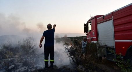 Υπό μερικό έλεγχο η πυρκαγιά στο Σούνιο