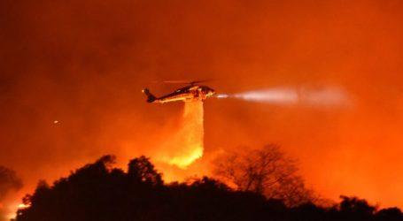 ΗΠΑ: Πυρκαγιά απειλεί σπίτια στη Σάντα Μπάρμπαρα της Καλιφόρνιας