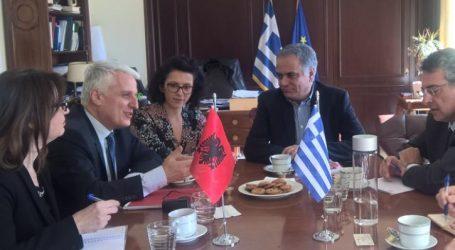 Συνάντηση Σκουρλέτη με τον υπουργό Διασποράς της Αλβανίας