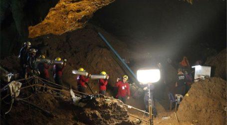 Ταϊλάνδη: Σώοι 12 παιδιά και προπονητής που είχαν παγιδευτεί σε σπήλαιο