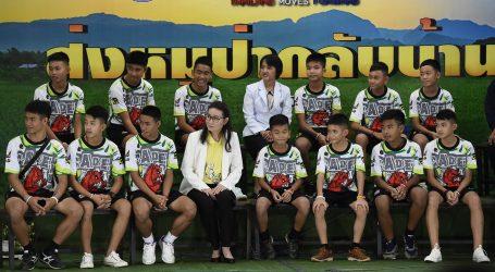 """""""Πίναμε μόνο νερό"""", διηγήθηκαν τα 12 παιδιά που διασώθηκαν από σπήλαιο στην Ταϊλάνδη"""