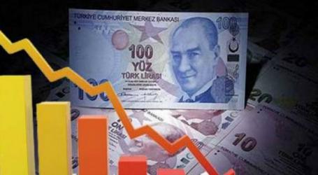 """Νέες πιέσεις στην τουρκική λίρα – """"βουτιά"""" 18% από τις αρχές του έτους"""