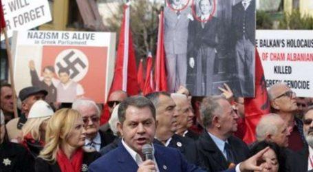 Διαμαρτυρία Τσάμηδων έξω από την ελληνική πρεσβεία στα Τίρανα