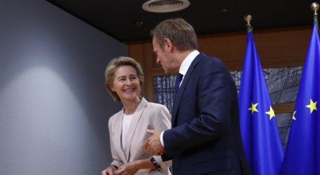 Τουσκ: Προσηλωμένη στο κράτος δικαίου η φον ντερ Λάιεν