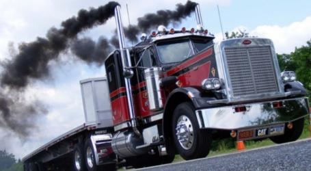 Αυστηρούς κανόνες για τον περιορισμό των εκπομπών διοξειδίου του άνθρακα από τα φορτηγά, θέλει να θέσει η ΕΕ