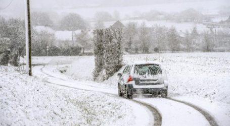Ασυνήθιστες για την εποχή χιονοπτώσεις σαρώνουν την κεντρική Γαλλία