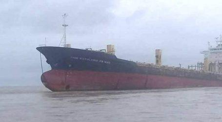 (VID) Πλοίο φάντασμα μήκους 177 μέτρων προσάραξε στις ακτές της Μιανμάρ