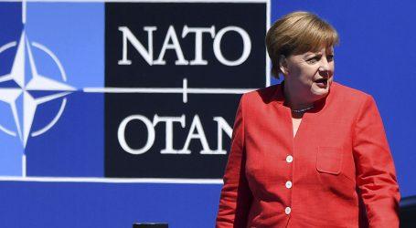 """Την """"τσιγκουνιά"""" της Γερμανίας στις αμυντικές δαπάνες στο ΝΑΤΟ επιβεβαίωσε η Μέρκελ"""