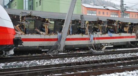 Ένας νεκρός και 11 τραυματίες από σύγκρουση τρένου με λεωφορείο στην Αυστρία