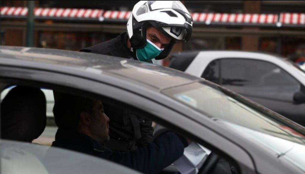 ΕΛ.ΑΣ: 38 παραβάσεις για μη τήρηση της ελάχιστης απόστασης και μη χρήση μάσκας