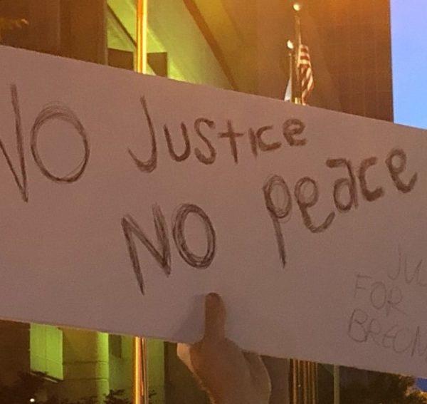 ΗΠΑ: Επτά άνθρωποι δέχθηκαν πυροβολισμούς στη διάρκεια διαδηλώσεων για τον φόνο της Μπριόνα Τέιλορ
