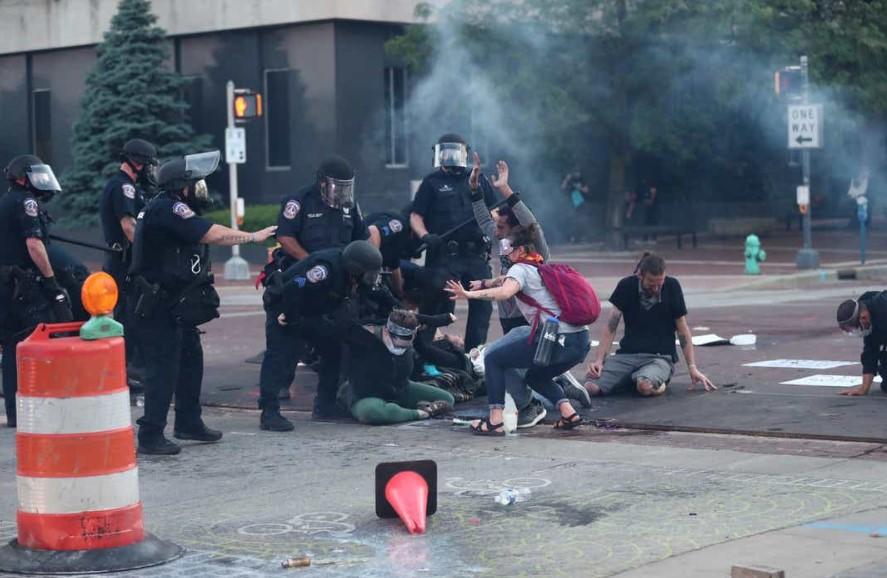 Εκτός ελέγχου η κατάσταση στις ΗΠΑ: Ένας νεκρός από πυροβολισμούς στην Ινδιανάπολη (vids)