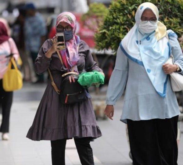 Ινδονησία: Γυναίκα 100 ετών ιάθηκε από τον κορωνοϊό