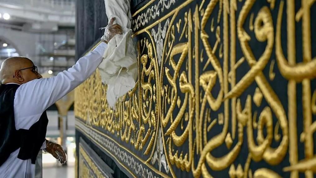 Το Ιράν ανοίγει τα τεμένη σε περιοχές χαμηλού κινδύνου