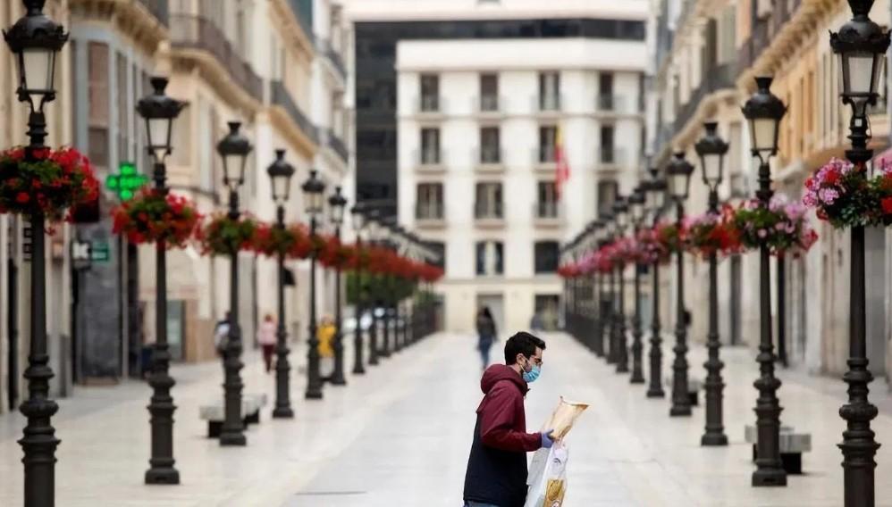 Κορωνοϊός: Οι Ισπανοί βγαίνουν από τα σπίτια τους μετά από 49 ημέρες (vid)