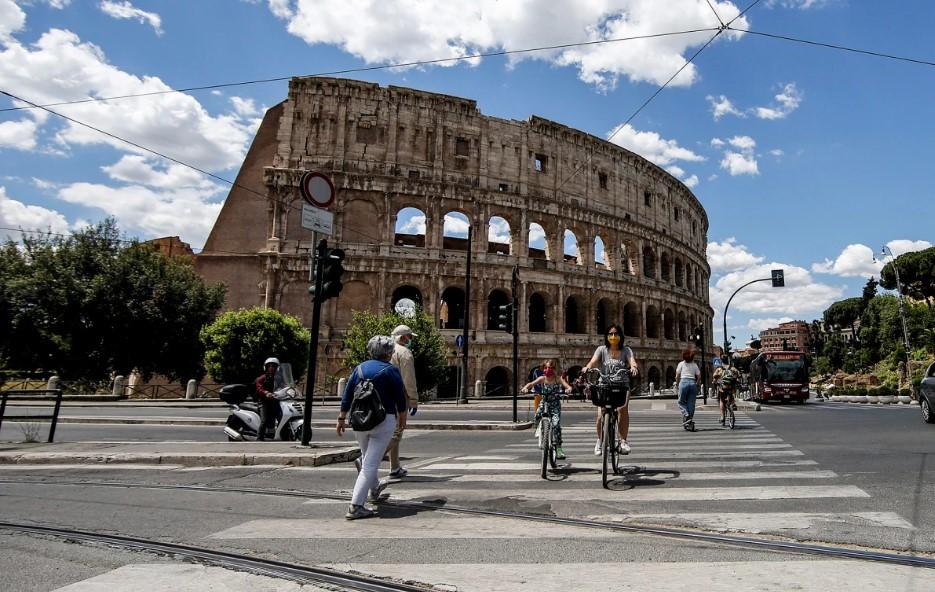 Ιταλία: 70 θάνατοι και 593 νέα κρούσματα - Το ίδρυμα Gimble αμφισβητεί τα στοιχεία της Λομβαρδίας
